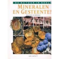 De natuur in beeld: Mineralen en gesteenten van graniet tot edelsteen door Len Cacutt