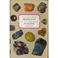 Moussaults natuurgidsen: Mineralen en gesteenten in kleur door Karen Calissen en Helge Gry