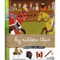 Baumann, Anne-Sophie: Bij ridders thuis, speelboek met stickers
