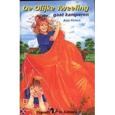 De olijke tweeling gaat kamperen ( Arja Peters)